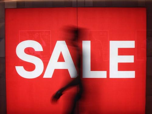 alışverişi internetten yapan tüketici